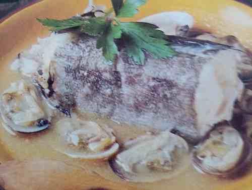 tronco de merluza con almejas de cantabria